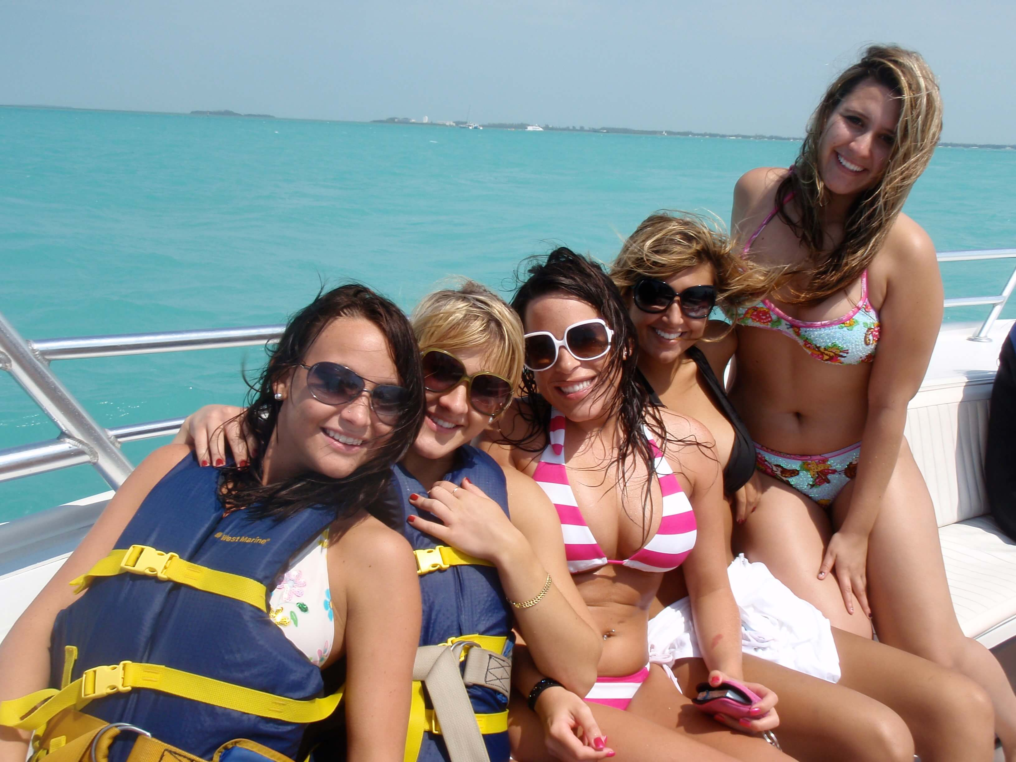 Spring Breakers In Key West parasailing