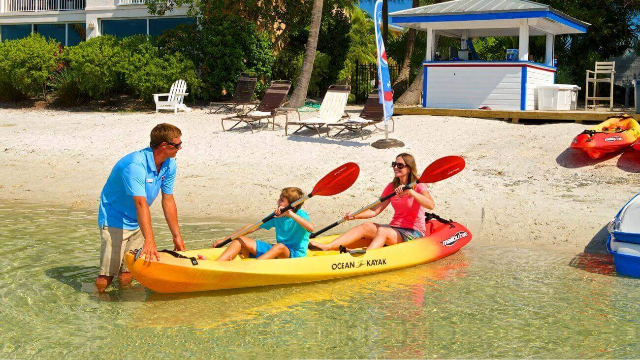 Image of family launching kayak in Key West