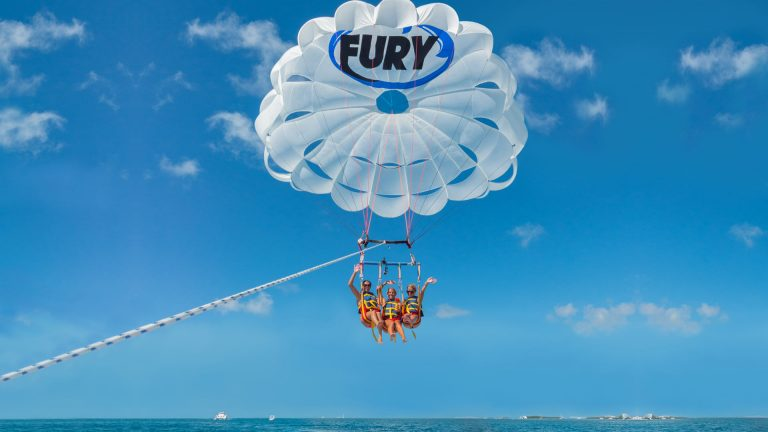 Image of people parasailing in Key West